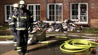 Bombeiros trabalham no edifício do Morgenpost