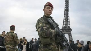 यहूदी स्कूलों की सुरक्षा के लिए तैनात सैनिक