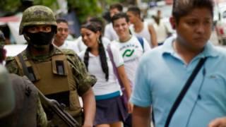 Soldados vigilan zonas escolares en Acapulco, México. Foto: AFP/Getty