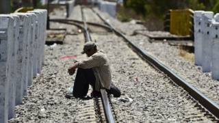 Migrante centroamericano espera el tren conocido como La Bestia en Apizaco, Puebla. Foto: AFP/Getty