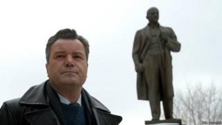 Актер Валерий Гришко в роли конструктора Сергея Королева