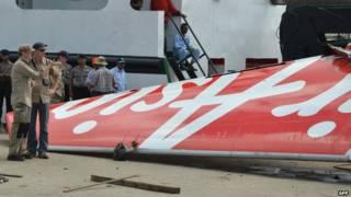 Đuôi chiếc phi cơ QZ8501