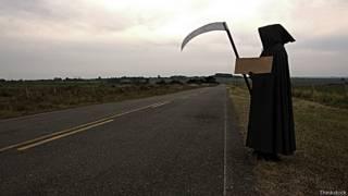 Смерть на дороге просит подвезти