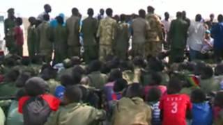 Des enfants-soldats (au premier plan) au Soudan du Sud.