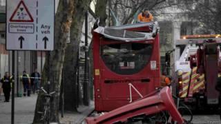 लंदन में बस की उड़ी छत