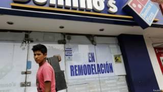 Fachada de loja da Domino's no Peru   Foto: Reuters