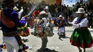 Tras emigrar desde el campo hace décadas, muchos aymaras progresaron y viven en barrios exclusivos de La Paz.