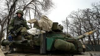 Пророссийский сепаратист на танке