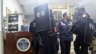 警察特別武裝小組任務結束後從大寮監獄撤出