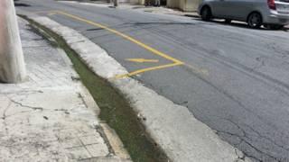 Água que escorre dia e noite por rua na Vila Mariana (BBC Brasil)