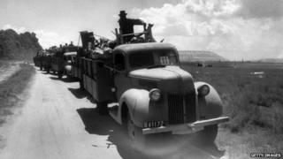Caminhões partem de Sophiatown (foto: Getty)
