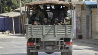 कोकांग में गश्त लगाते सैनिक