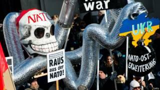 протесты против расширения НАТО в Германии