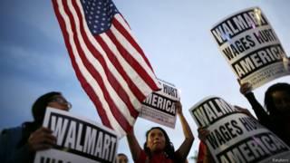 Trabajadores protestan en Walmart