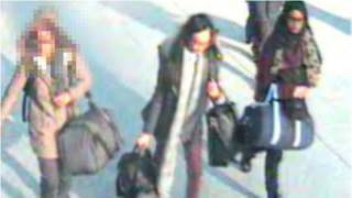 पुलिस को शक है कि तीन स्कूली लड़कियां सीरिया चली गईं