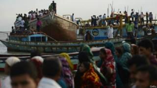 बांग्लादेश की नौका डूबी