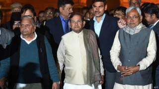 नीतीश कुमार और शरद यादव के साथ मुलायम सिंह