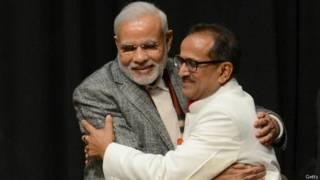 प्रधानमंत्री नरेंद्र मोदी के साथ जम्मू कश्मीर के उपमुख्यमंत्री निर्मल सिंह.