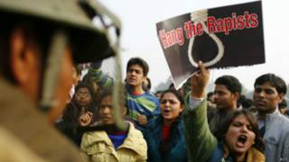 दिल्ली में बलात्कार के खिलाफ प्रदर्शन.