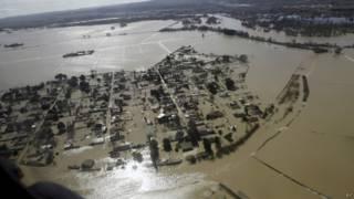 صورة لمدينة غارقة في مياه الفيضان