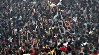 भीड़ ने बलात्कार के एक अभियुक्त को पीट-पीटकर मार डाला
