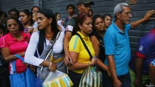 Очередь за продуктами в Венесуэле