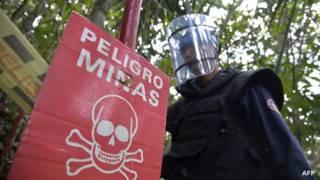 Removedores de minas na ColômbiA | Foto: AFP