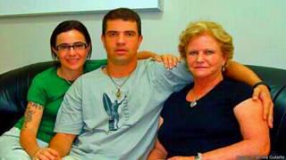 Rodrigo Gularte com a mãe e a prima
