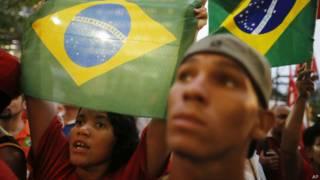 Manifestantes participam de ato no Rio de Janeiro (Foto: AP)