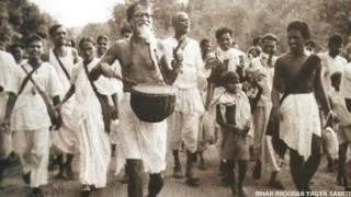 भूदान आंदोलन के दौरान विनोबा भावे