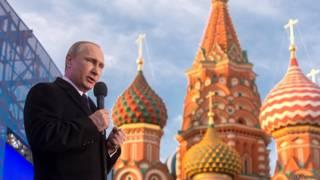 Владимир Путин выступает на Васильевском спуске