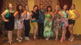 Michael Beras e as candidatas a Miss Gordita   Foto: Arquivo pessoal