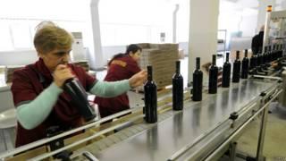 Работницы винозавода в Тбилиси