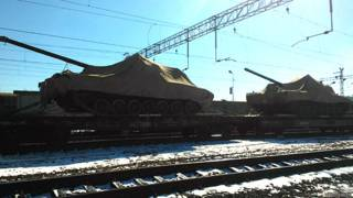 "Танки ""Армата"" на железнодорожной платформе"