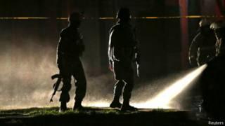 مأموران امنیتی در محل انفجار انتحاری
