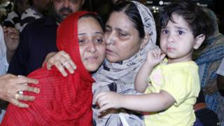 Пакистанская семья, эвакуированная из Йемена
