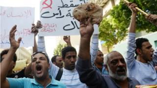 مصر له تېرو څو کلونو راهیسې له مخ پر زیاتېدونکي اقتصادي کړکېچ سره مخامخ دی.