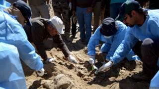 Escavações em Tikrit (reuters)