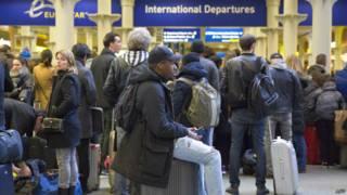 Пассажиры в терминале Eurostar
