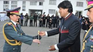 Gina Reque Terán e o presidente Evo Morales (Foto: Reuters)