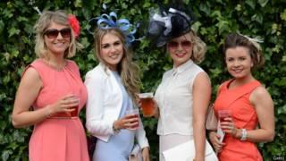 Женщины в шляпках