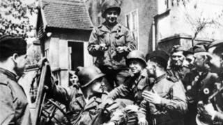 Американские и советские военнослужащие в немецком Торгау