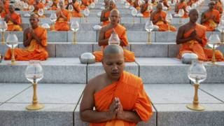 Monjes budistas na Tailândia    Foto: Reuters