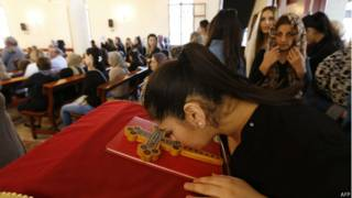 Ассирийские христиане в церкви в Ливане
