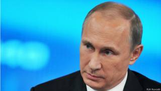 Владимир Путин во время прямой линии