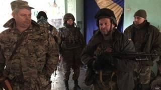 Украинские солдаты на позициях в Широкино