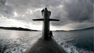 Французская атомная подлодка выходит в море