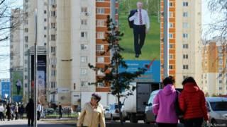 Прохожие на улице Астаны (24 апреля 2015 г.)