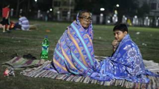 Жители индийского Силигури ночуют на футбольном поле