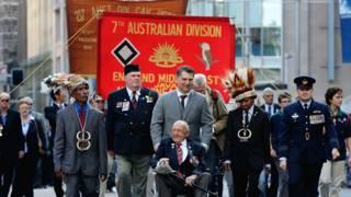 Парад австралийских ветеранов и их родственников в Сиднее 25 апреля